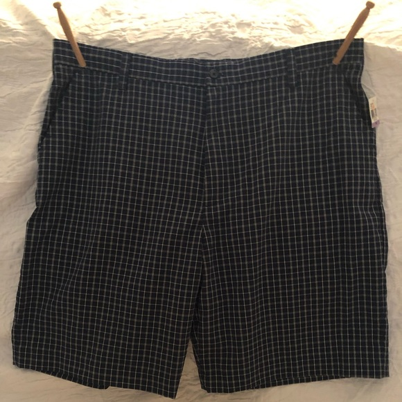 Izod Other - Izod Plaid Golf Short, NWT, sz. 38, $17 🏌️
